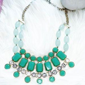 🌿 Beautiful Bib Necklace